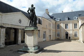 Bertrand Hotel and the mansions of Chateauroux - Agrandir l'image, .JPG 1.2Mo (fenêtre modale)